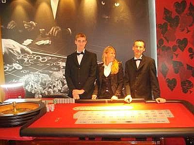 croupier_casino--400x300